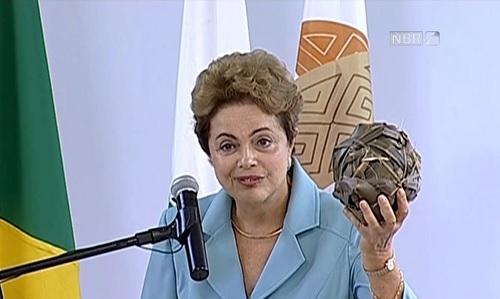 Dilma critica polícia de MG e recebe resposta sincera