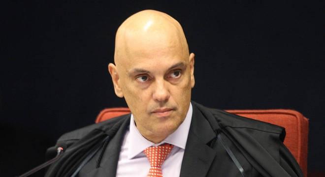 Moraes amplia multa contra Facebook e Twitter