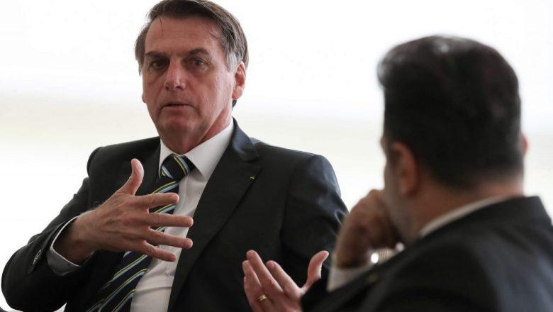Após veto, Bolsonaro tenta acordo com a bancada evangélica