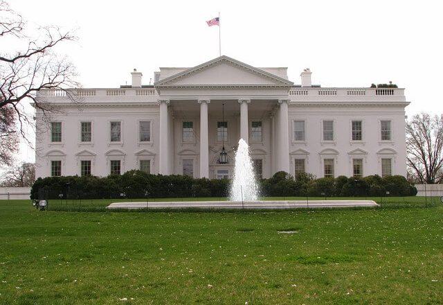 Ao menos 11 pessoas ligadas a Trump testam positivo para covid-19