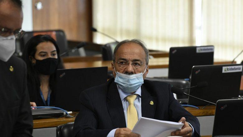 Governo quer senador que escondeu dinheiro na cueca fora de vice-liderança