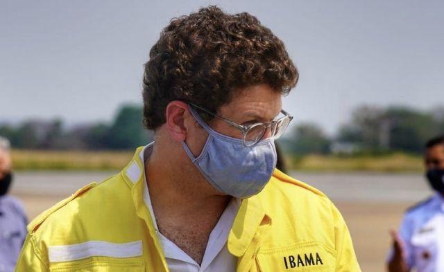 Ministro do Meio ambiente sobrevoa áreas de incêndio no Pantanal