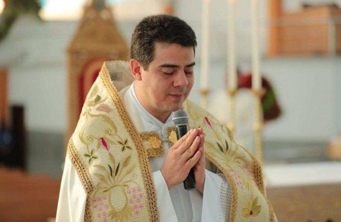 Padre Robson é inocentado de acusações sobre desvio de dinheiro doado por fiéis