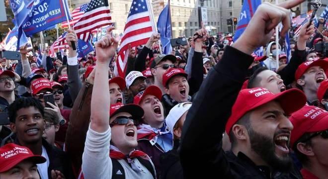 Apoiadores de Trump protestam contra resultado de eleições