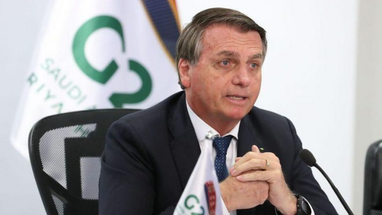 Bolsonaro alfineta governadores, aponta emergência para recuperação da economia e traz dados surpreendentes
