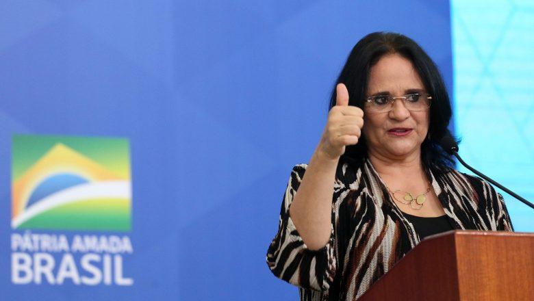 Damares elogia feminismo: 'Trouxe alguns avanços'; assista