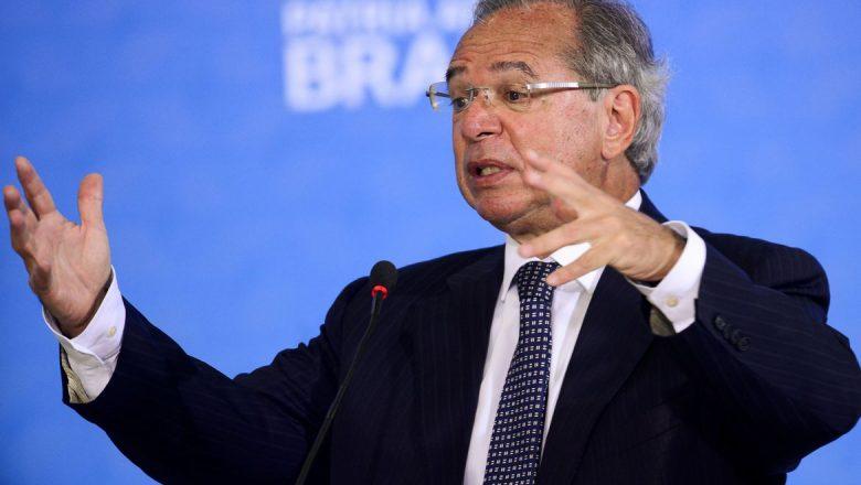 Guedes rebate críticas: 'A Bolsa sobe todo dia e o ministro está sem credibilidade?'
