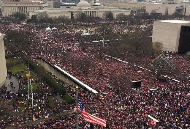 Milhares se reúnem em Washington para apoiar Trump