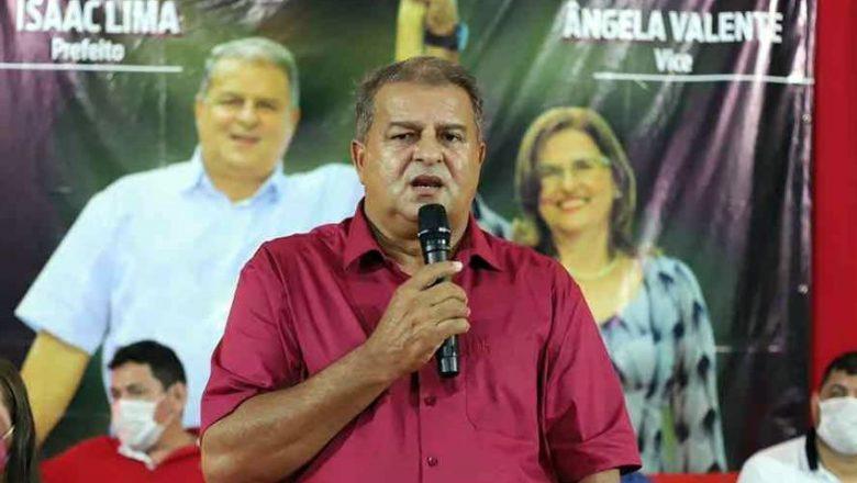 Reeleito, prefeito petista aumenta o próprio salário