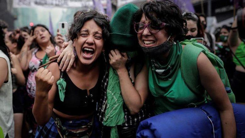 Agora é oficial! Argentina aprova legalização do aborto