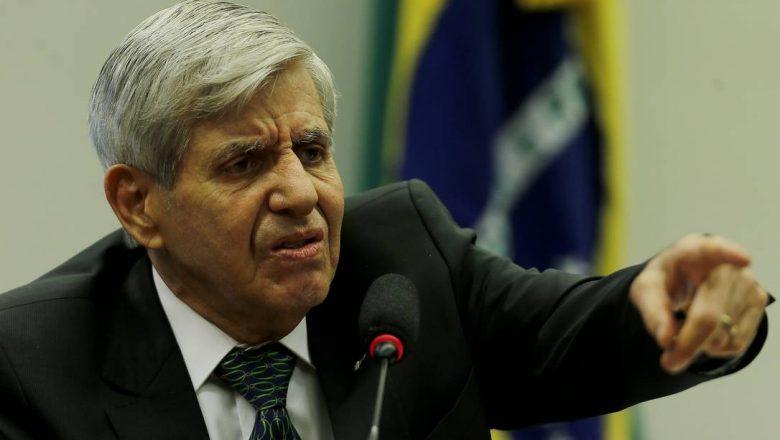 """Colunista da Folha chama general de """"velho mentiroso""""; o militar reagiu: """"Você é medíocre e inexpressivo"""""""