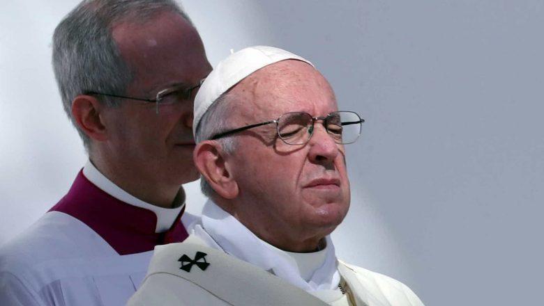 Com 'dolorosa ciática', papa Francisco não presidirá missas de fim de ano