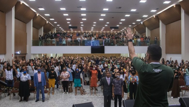 """Conferência DEPAD """"Domínio"""" impacta Salvador e leva os adolescentes a louvar a Deus"""