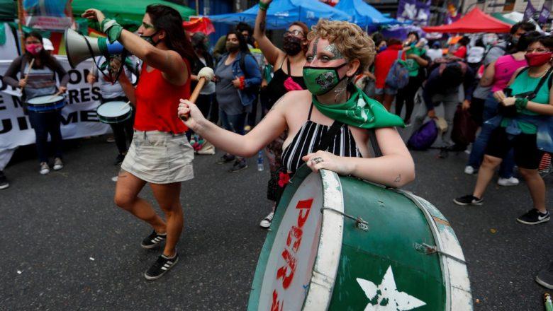 Congresso da Argentina começa a avaliar projeto de legalização do aborto