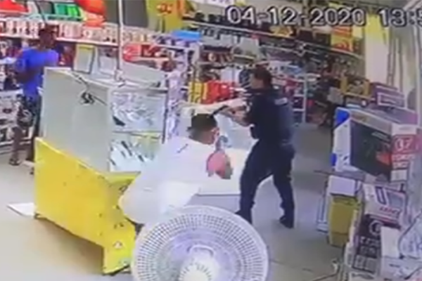Criminoso mata policial pelas costas e esquerda se cala