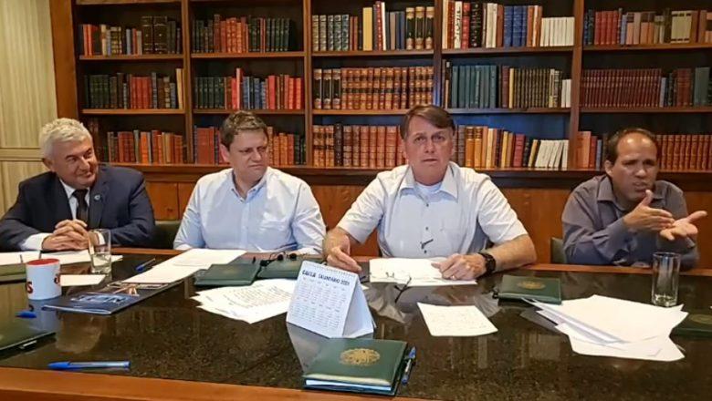 """Em live, Bolsonaro explica voto de Kassio: """"não sabem, não interpretam"""""""