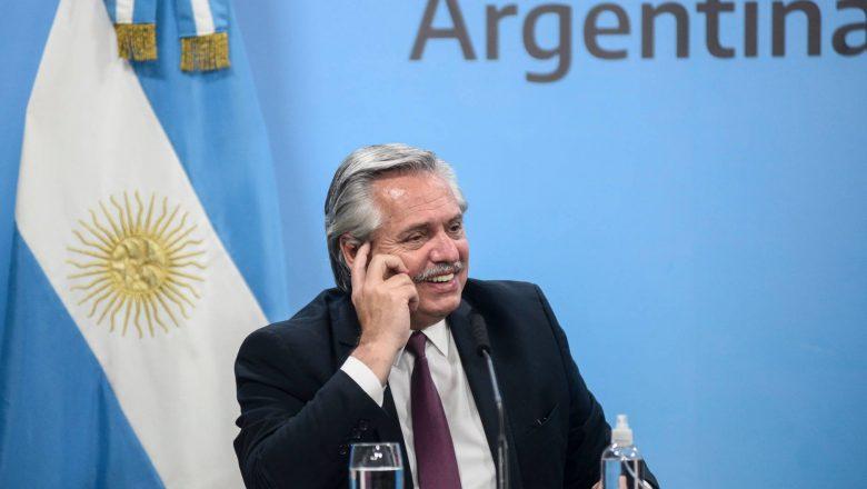 Fernández erra e diz que Argentina está entre 10 países que vão vacinar em 2020