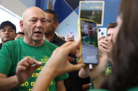 Folha de São Paulo é condenada a pagar R$ 100 mil a Luciano Hang por danos morais