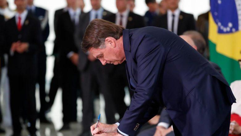 MP de Bolsonaro que aumenta salário mínimo para R$ 1.100 é publicada