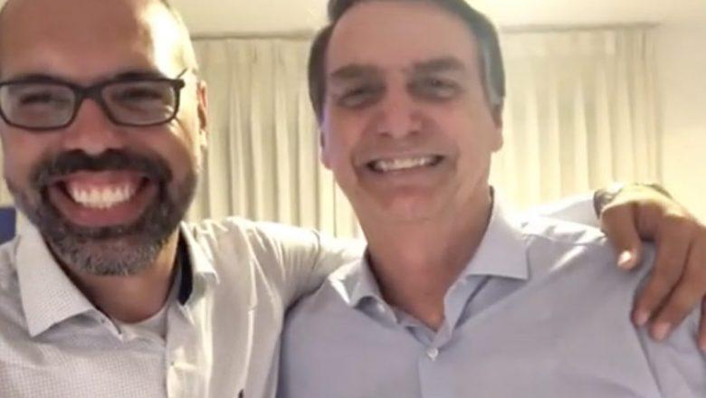 """Nos EUA, blogueiro bolsonarista chama Alexandre de Moraes de """"cabeça de piroca, desgraçado e pau no c*"""""""