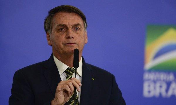 Ao comentar situação nos EUA, Bolsonaro reafirma ligação com Trump