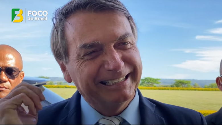"""Bolsonaro debocha de manifestação pró-impeachment: """"carreata monstra de uns 10 carros"""""""