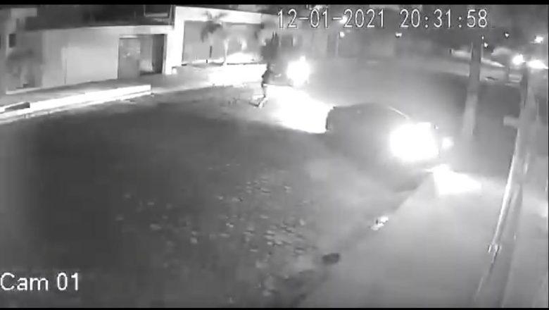 Ex-prefeita de Natal, Micarla de Souza, acaba de sofrer uma tentativa de assalto mas conseguiu fugir por causa da blindagem no veículo, VEJA O VÍDEO