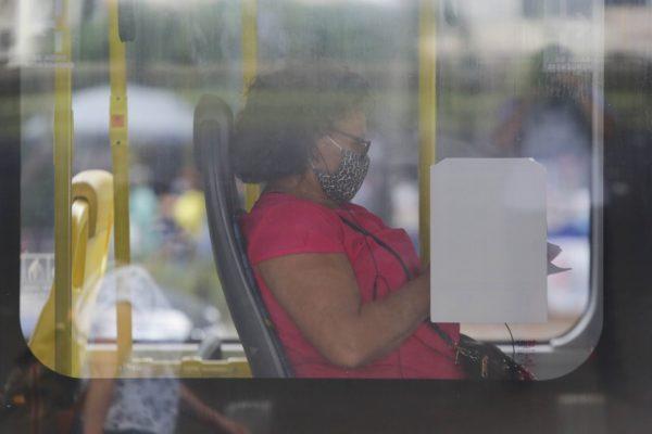 Justiça de SP retira gratuidade no transporte a idosos de até 65 anos