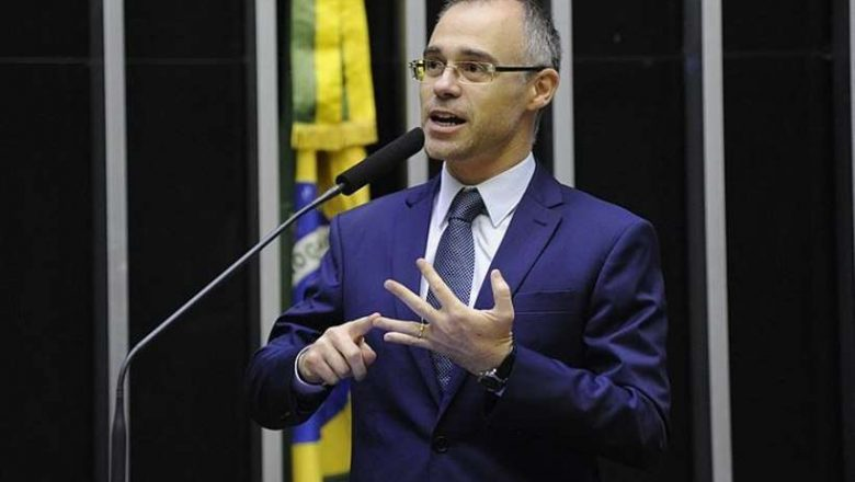 Ministro da Justiça requisitará inquérito policial para apurar jornalistas que 'instigaram' suicídio de Bolsonaro