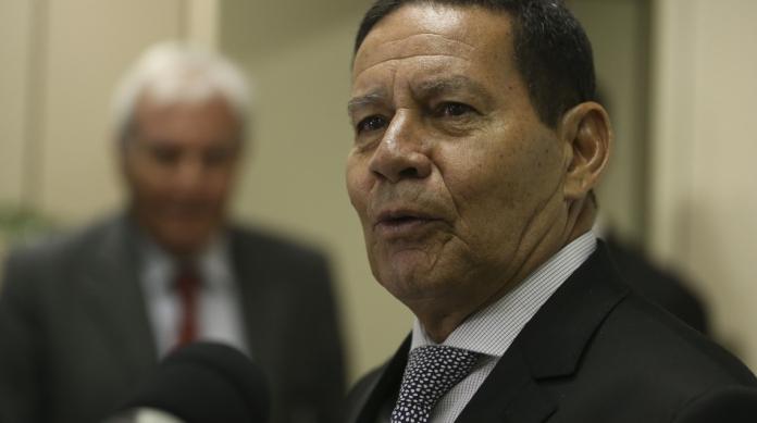 Mourão: 'Ernesto Araújo pode deixar o Ministério das Relações Exteriores'