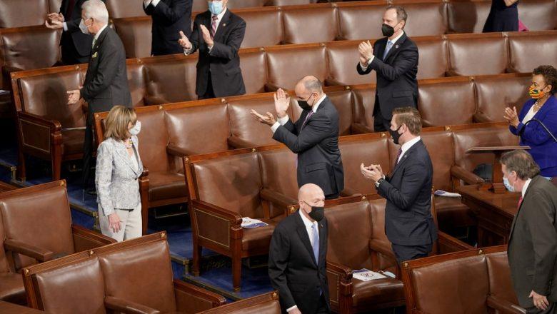 Nancy Pelosi é reeleita para presidência da Câmara dos EUA