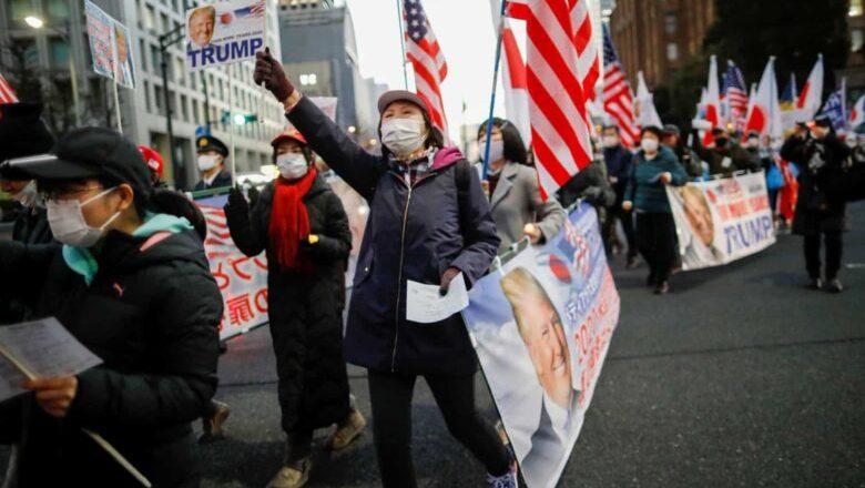 No dia do 'adeus', apoiadores de Trump saem à rua no Japão