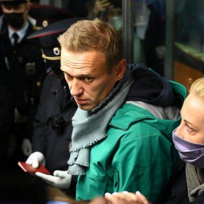 Opositor russo Alexei Navalny é preso ao desembarcar em Moscou