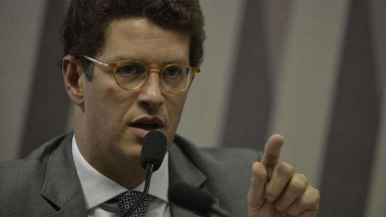 Salles nega omissão no combate ao desmatamento