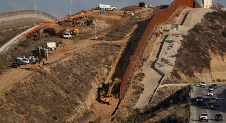 Trump visita construção de muro na fronteira com o México na terça