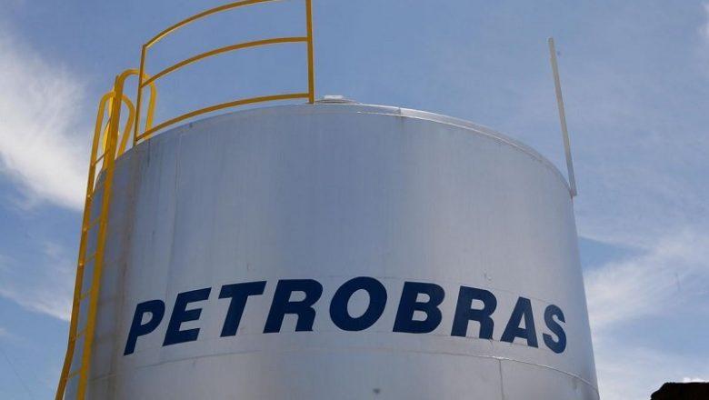 Ações da Petrobras despencam em dia de recuo do Ibovespa