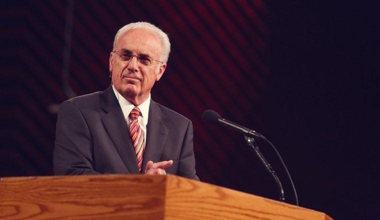 As maiores igrejas promovem o 'cristianismo superficial', 'falsificações' agora sendo expostas: John MacArthur