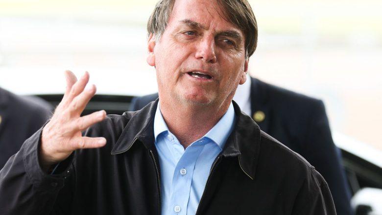 """Bolsonaro sobre a Globo, Folha e outros veículos de comunicação: """"O certo é tirar de circulação"""""""