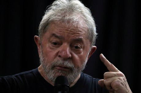 Defesa de Lula diz estar preocupada com uso de mensagens da Lava Jato por advogados