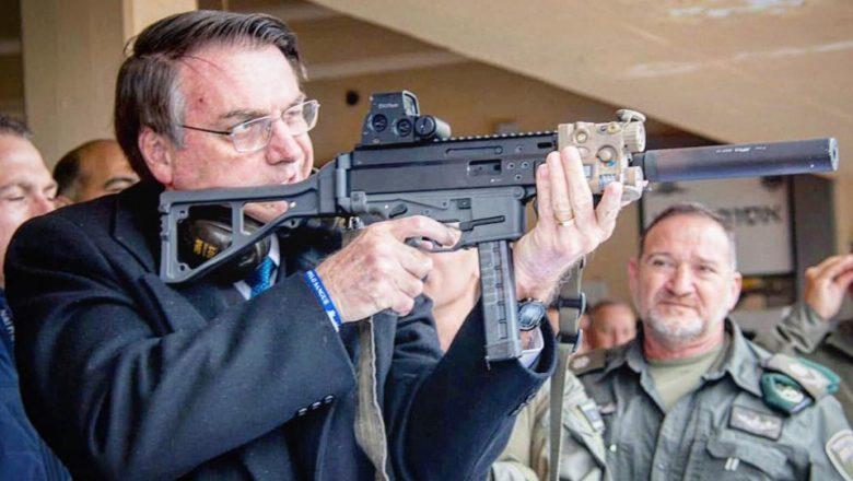 Esquerdistas ficam revoltados após Bolsonaro assinar decreto que facilita a compra e o registro de armas de fogo