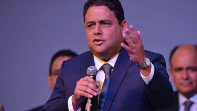 Felipe Santa Cruz: 'A Constituição e a ciência são as armas mais poderosas para afastar o negacionismo'