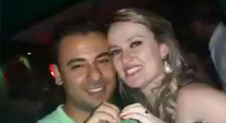 Homem tentou culpar esposa logo após matá-la em briga por futebol