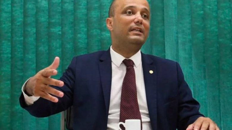 Líder do PSL reforça apoio à indicação de Bia Kicis para CCJ