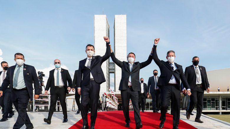 """""""Não é fácil reconstruir um país destruído ao longo de décadas"""", diz Bolsonaro em mensagem unificadora"""
