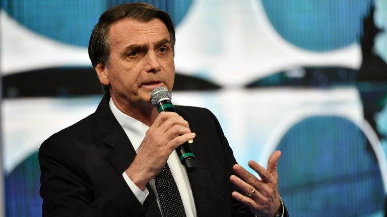 """""""Ninguém nunca resistiu no Brasil dois meses de ataques da Globo. Eu já estou há 4 anos"""" — diz Bolsonaro"""
