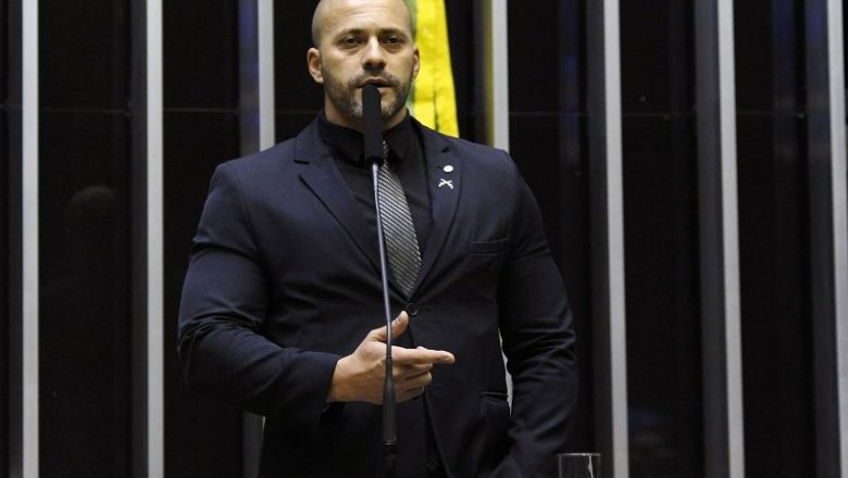 Polícia Federal apreende dois celulares na cela de Daniel Silveira