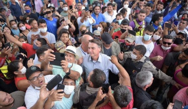 Vídeo: No Ceará, Bolsonaro é recebido com festa por dezenas de cidadãos apoiadores