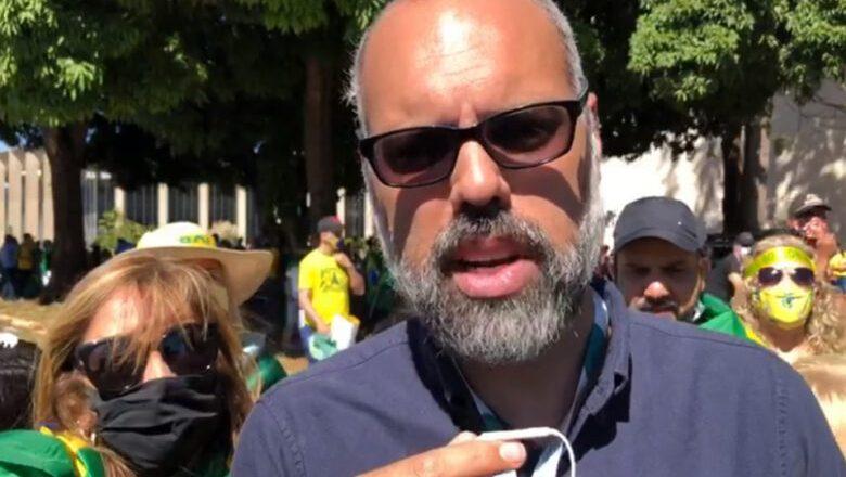 YouTube tira do ar canal do jornalista Allan dos Santos