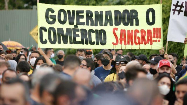 Bolsonaro compartilha vídeo de protesto em frente à casa de governador: 'Queremos trabalhar'