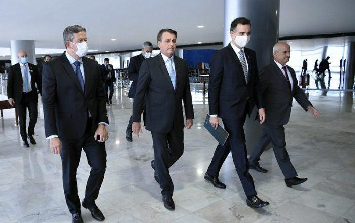 Bolsonaro vai ser reunir amanhã com chefes dos poderes